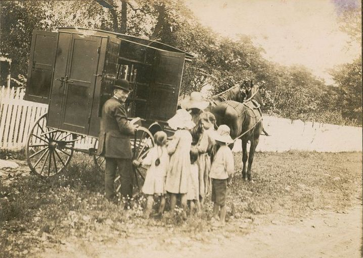 american-bookmobiles-in-the-past-1