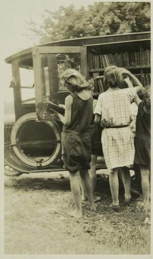 american-bookmobiles-in-the-past-3
