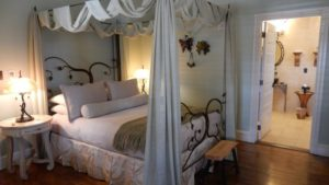 titania-and-oberon-room-inn-boonsboro-md-900x506
